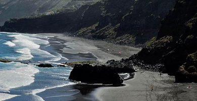 La actuación en la playa de Los Patos se integrará con el paisaje y brindará mayor seguridad en los accesos. DA