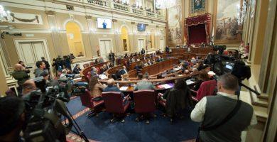 El Parlamento de Canarias se reúne anualmente en dos periodos ordinarios de sesiones, de febrero a mayo y de septiembre a diciembre. Fran Pallero