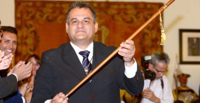 CC necesita que Zebenzuí aguante ocho meses para no perder la Alcaldía de La Laguna