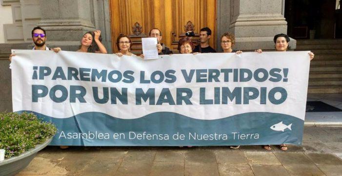 Los ecologistas se querellarán contra el Gobierno y Santa Cruz por contaminar el mar