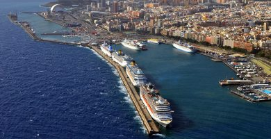 Panorámica general del puerto de Santa Cruz de Tenerife, un motor económico de la capital y de la Isla. DA