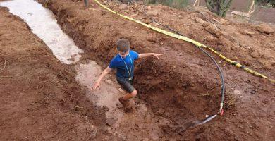 El pequeño David Noda disfruta practicando deporte, sobre todo carreras de obstáculos como Conquista la Victoria Kids. DA