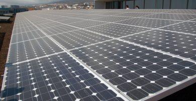 La planta fotovoltaica de la disputa se encuentra en la sede del edificio de Talleres y Cocheras de la compañía de transportes, en el barrio lagunero de El Cardonal. DA