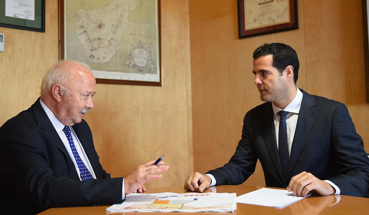 Ricardo Melchior, presidente de la Autoridad Portuaria y Gustavo González de Vega, delegado de la Zona Franca de Tenerife. Sergio Méndez