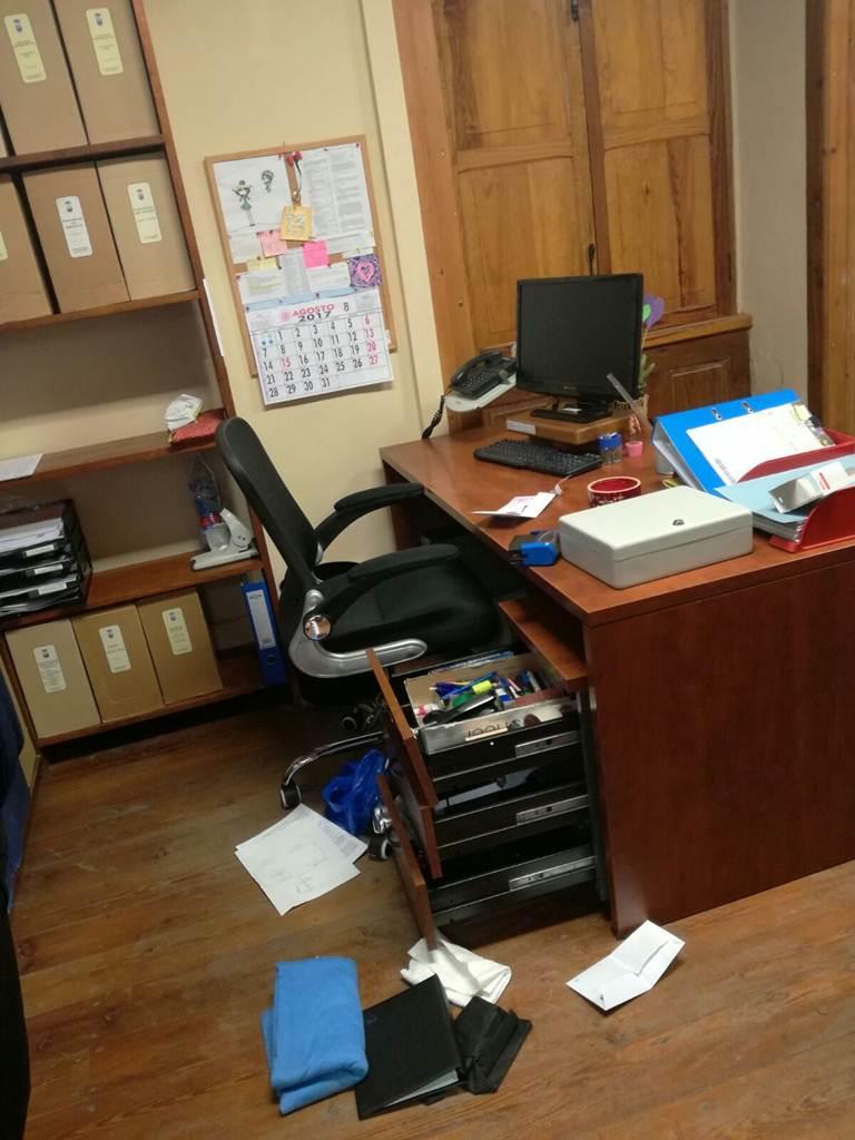 Roban la caja fuerte del ayuntamiento de arico for Muebles etxeberria