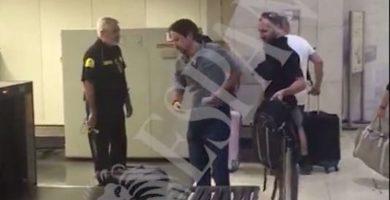 Pablo Iglesias, abroncado en la estación de AVE de Sants, en Barcelona