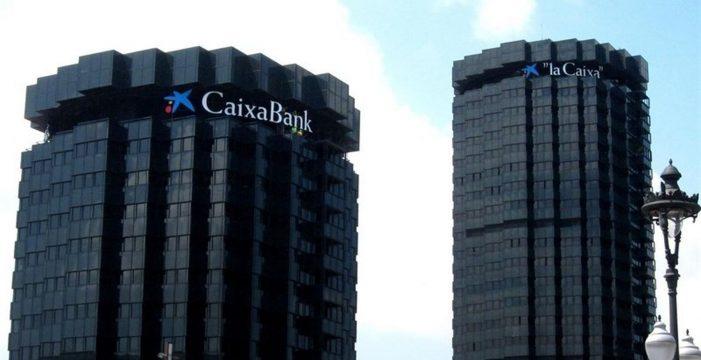 El Gobierno prepara un decreto que permitiría a Caixabank abandonar Cataluña