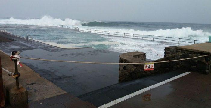 Cerradas las zonas de baño de Bajamar y Punta del Hidalgo por fuerte oleaje