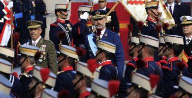 """Felipe VI abandera el """"orgullo de ser español"""" en un 12-O de luto"""
