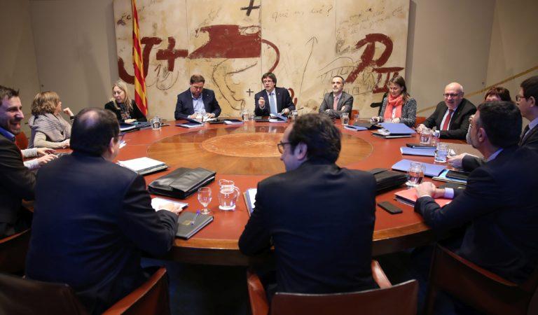 Una reunión del Gobierno de Carles Puigdemont. / EP