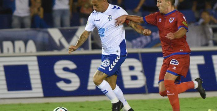 El CD Tenerife suma un punto a pesar de las adversidades