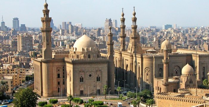 Egipto está haciendo exámenes anales a los detenidos por mostrar banderas arco iris en un concierto