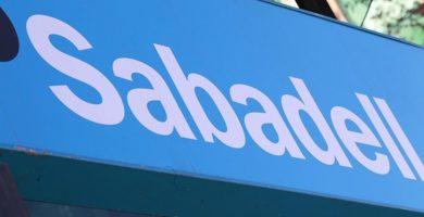 Banco Sabadell se reúne esta tarde para aprobar el cambio de domicilio social de la entidad