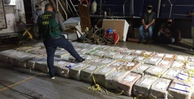 Intervienen 3.800 kilos de cocaína en un barco a 540 millas de Canarias