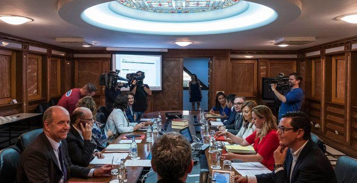 Canarias aprueba el mayor presupuesto de su historia con 8.239 millones