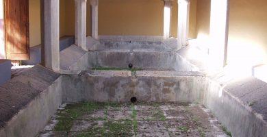 Imagen del interior de los antiguos lavaderos del camino de Las Peras. DA