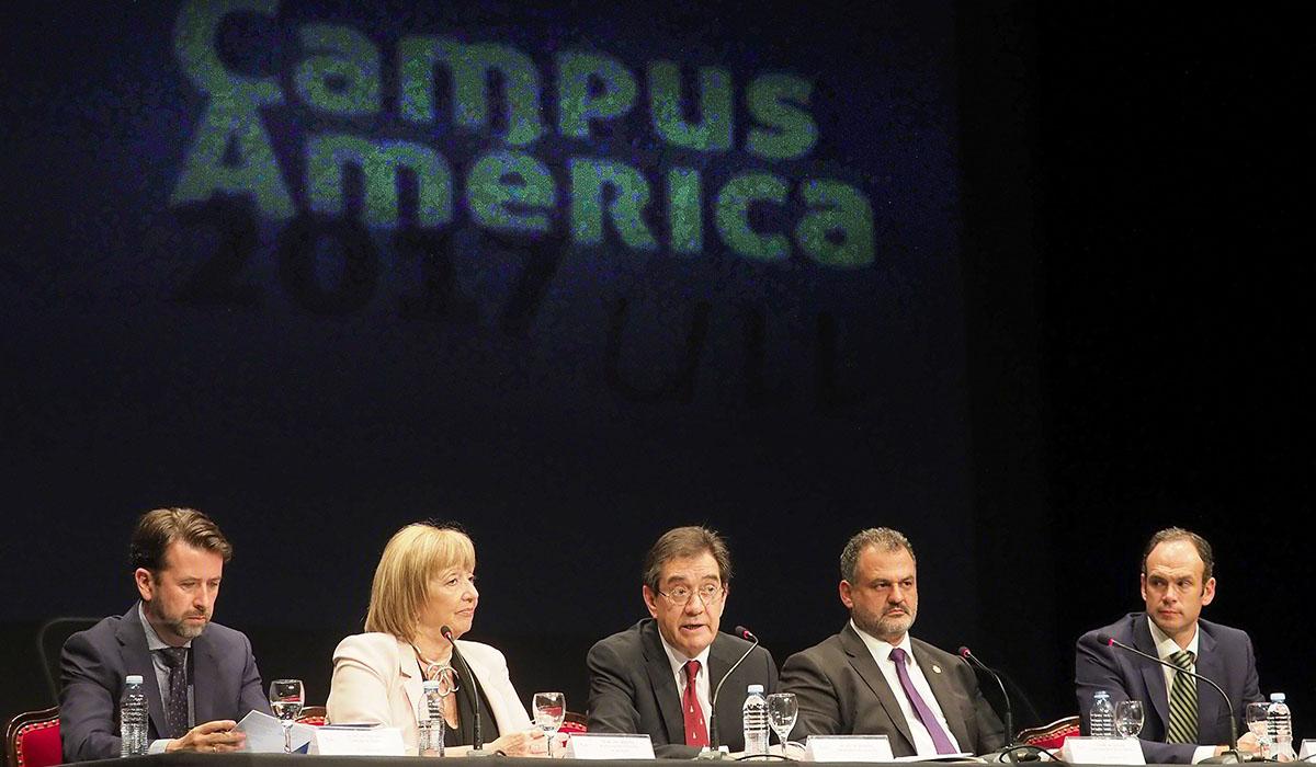 El Teatro Leal, en el municipio de La Laguna, acogió ayer el acto de apertura del primer Campus América. Sergio Méndez