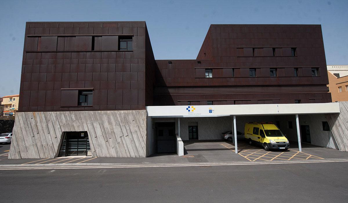 El centro de salud de San Isidro está situado junto a la autopista del Sur. Fran Pallero