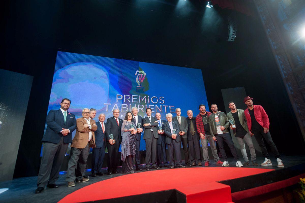 Diversos momentos de la gala de los Premios Taburiente, que ayer abarrotó el Teatro Guimerá de la capital tinerfeña. Fran Pallero
