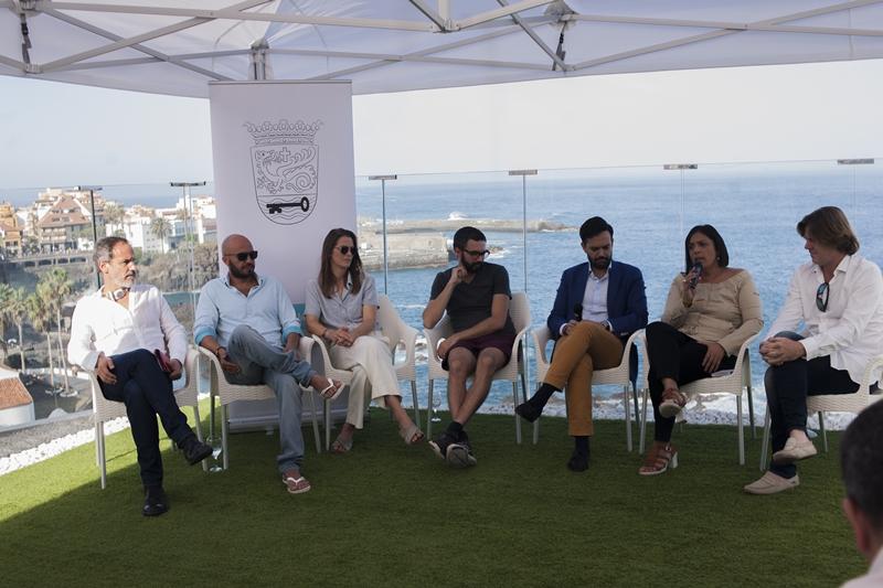 La presentación del director y los actores tuvo lugar ayer en el hotel Vallemar de Puerto de la Cruz. DA