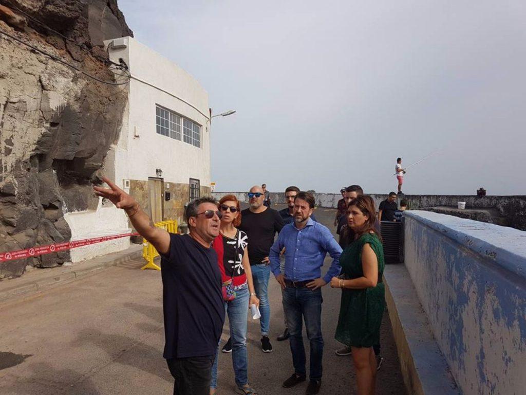 Carlos Alonso, junto a la alcaldesa Luisa Castro, durante la visita a Santa Lucía-Los Barrancos. DA