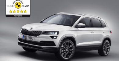 Škoda Karoq suma 5 estrellas Euro NCAP y el premio Volante de Oro