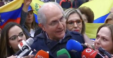 """Ledezma dice sentirse """"libre"""" tras llegar a Madrid; se reunirá con Rajoy a mediodía"""