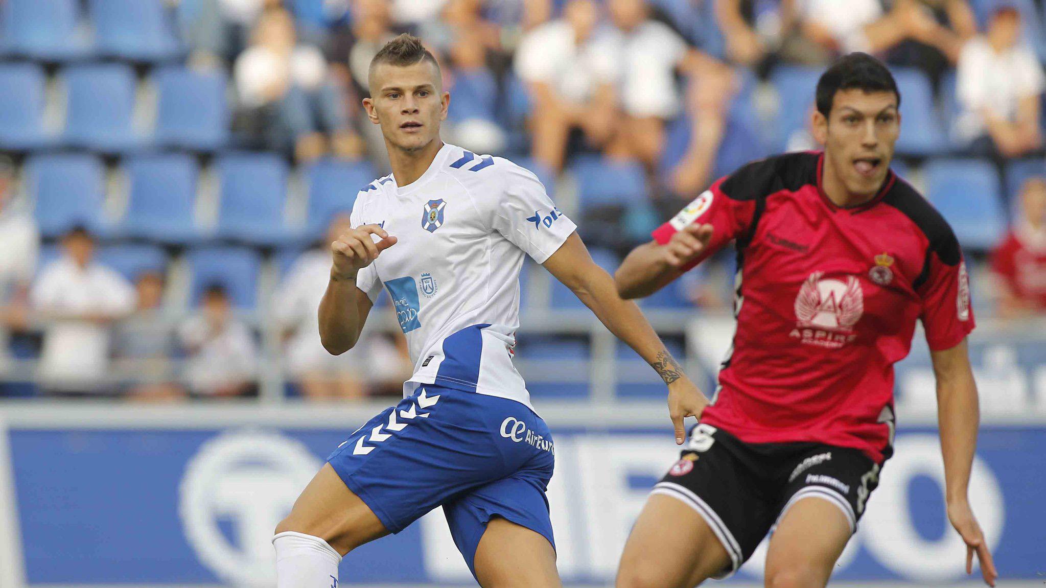 Samuel Longo durante un lance del partido del Tenerife contra la Cultural | Foto: LaLiga123