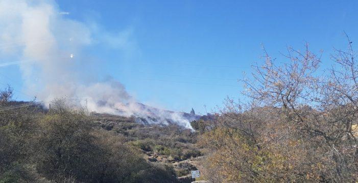 Controlado el fuego en Telde, que afecta a unas tres hectáreas de monte bajo
