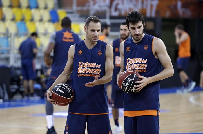 Pedro Llompart, a la izquierda, junto a Guillem Vives, en su reciente experiencia en las filas del Valencia BC. CBC