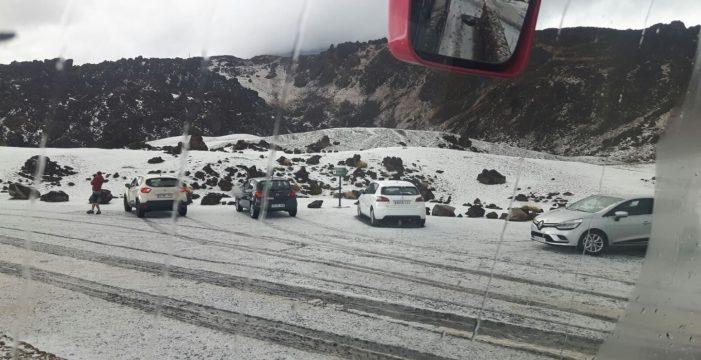 El primer manto blanco de la temporada cubre Las Cañadas