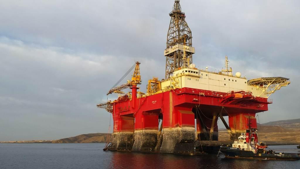Una plataforma petrolífera, primer atraque en el Puerto de Granadilla