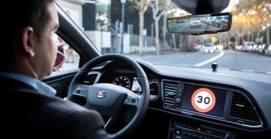 Cristóbal, el ángel de la guarda al volante del SEAT León