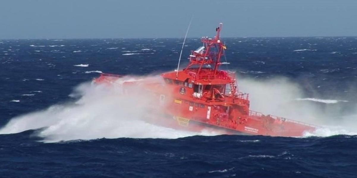 Rescatan a nueve ocupantes de una patera cerca de Gran Canaria