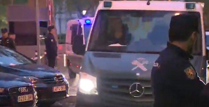 Los furgones de la policía salen con Junqueras y otros consejeros hacia la cárcel