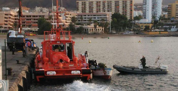 Rescatan un cayuco con 36 personas a bordo cerca de Tenerife
