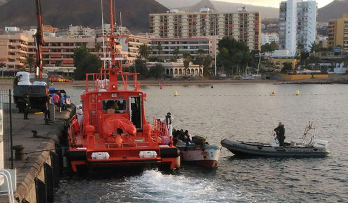 Interceptan una patera con 50 inmigrantes cerca de Tenerife