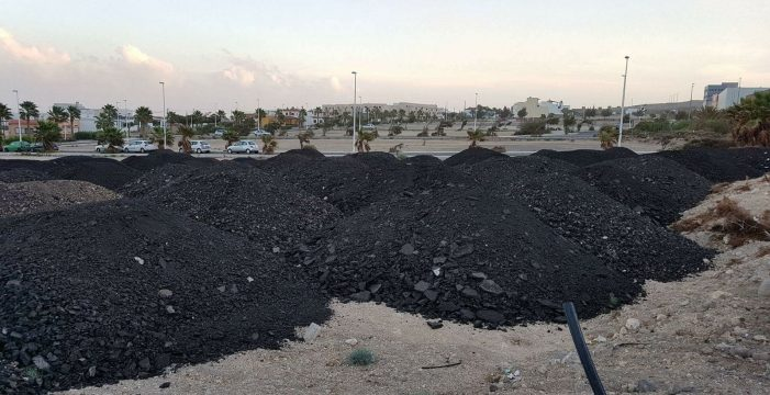 IU denuncia que Lemes convierte el Polígono en un vertedero ilegal de asfalto