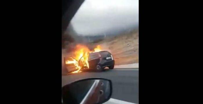 Arde un coche en plena autopista del Sur