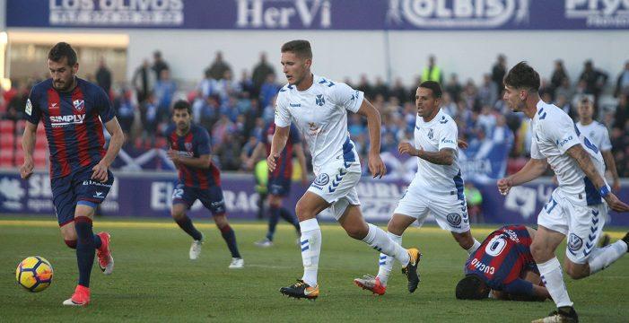 El Huesca aplica el rodillo ante un Tenerife ridículo