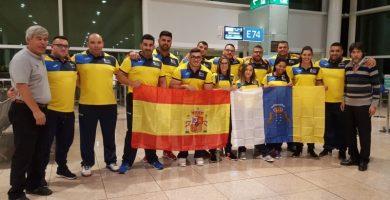 La expedición canaria partió ayer rumbo a Corea del Sur desde Barcelona