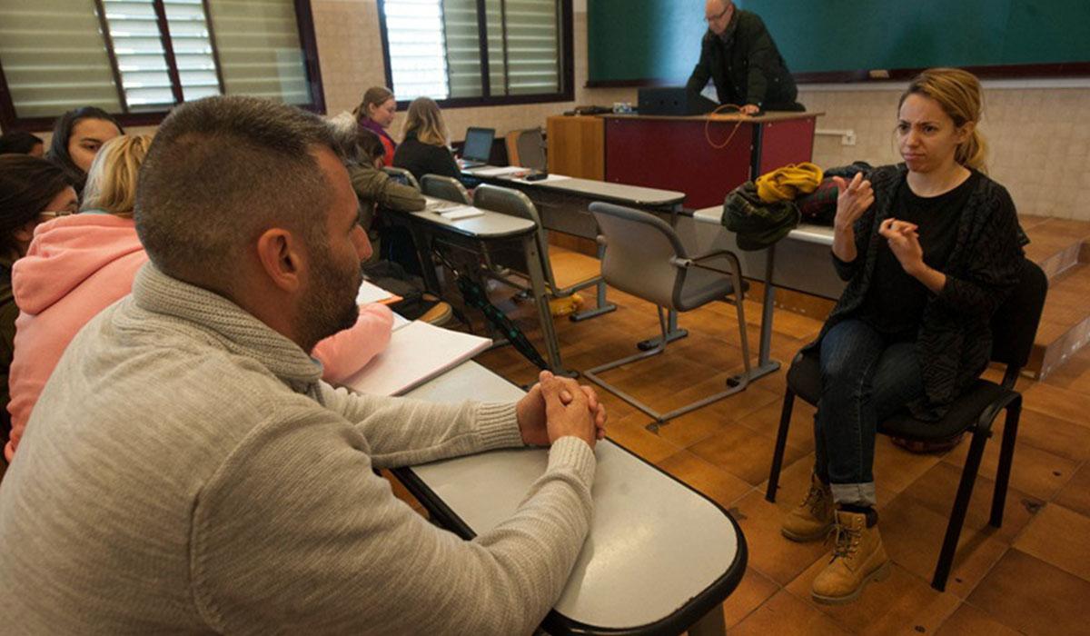A priori, las dos alumnas con discapacidad auditiva dispondrán desde hoy de intérpretes para sus clases, dos meses después del inicio del curso. F. P.
