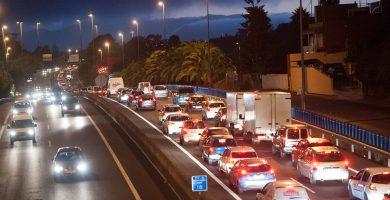 Las colas en las carreteras de la Isla, especialmente en la autopista del Norte, son un problema desde hace décadas. | FOTO: Fran Pallero