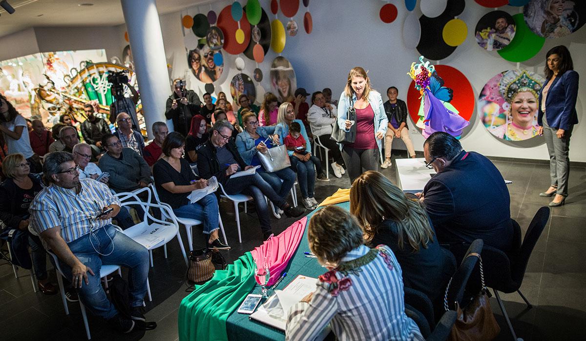 La Casa del Carnaval acogió ayer el sorteo del orden de participación de los grupos en los concursos. A. Gutiérrez