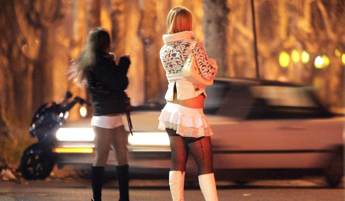 La Fundación Cruz Blanca, en colaboración con el Ayuntamiento de Arona, ofrece ayuda material y asesoramiento continuo a las mujeres que ejercen la prostitución. DA