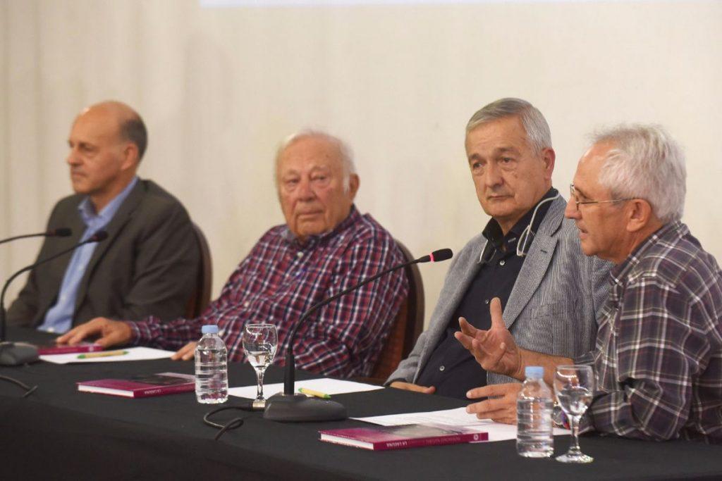 Emilio Cuevas (izq.), Wolfredo Wildpret, Basilio Valladares y Alberto Brito, ayer, en la mesa redonda del foro sobre cambio climático. Sergio Méndez