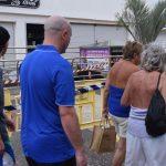 El acordonamiento de la zona y la presencia policial despertó la curiosidad de los turistas. Sergio Méndez