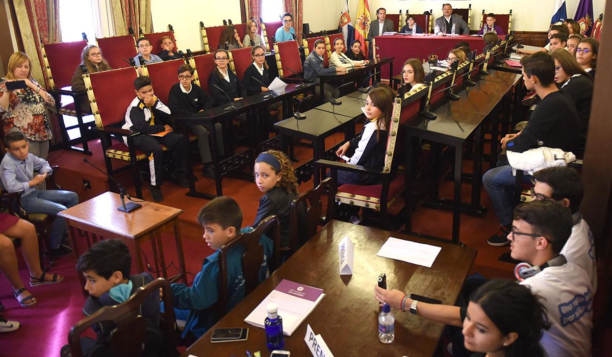 Los niños alcanzaron grandes consensos en los asuntos que trataron en el Pleno infantil, celebrado ayer en La Laguna. Sergio Méndez