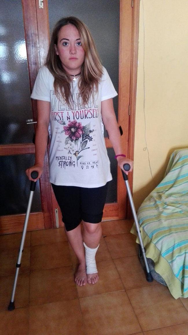 Yasmina Zamora González, ayer en su casa de Santa Cruz. DA