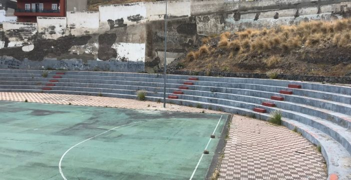 La restitución de un muro facilitará la reapertura del polideportivo de San Andrés